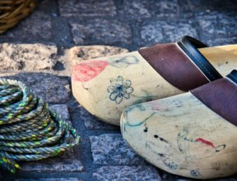 wooden-shoes-3752191_1920